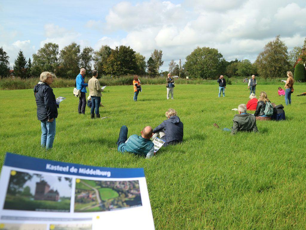 Luisteren naar verhalen over kasteel-de-Middelburg in Oudorp