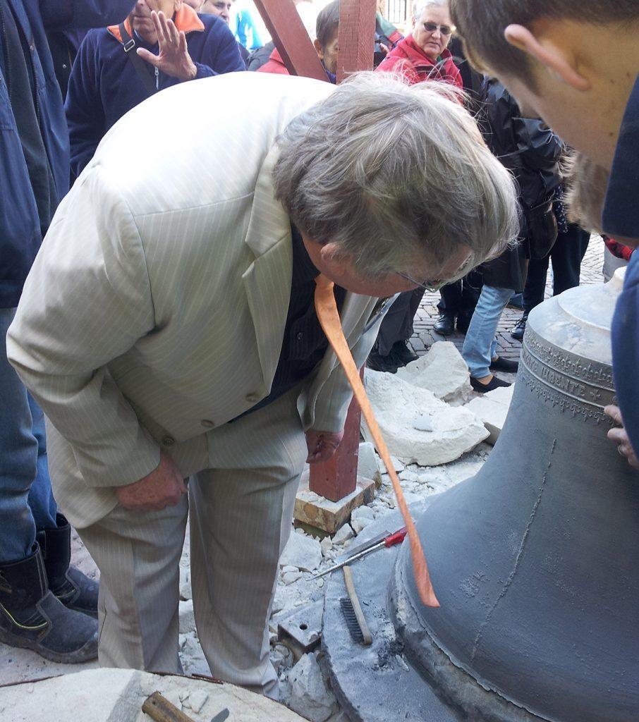 Fred Hoek inspecteert de tekst