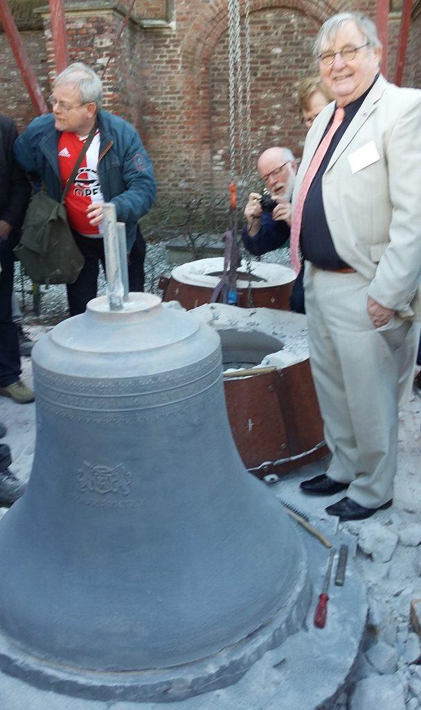 Fred Hoek, voorzitter van Stichting Carillon De Rijp bij de eerste nieuwe klok